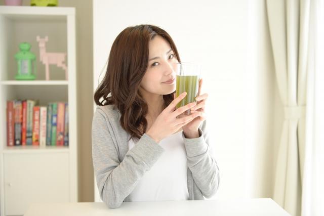 すっきりフルーツ青汁の飲み方を紹介!飲む時間は朝?それとも夜?