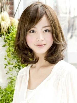 30代の大人女子の面長さんを魅力的に魅せるポイントは\u201c前髪を作るか作らないか\u201dです。