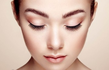 Beautiful woman face. Perfect makeup. Beauty fashion. Eyelashes. Cosmetic Eyeshadow