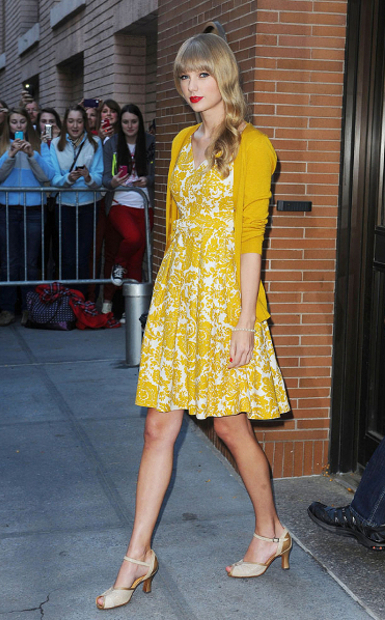-New York, NY -10/22/2012 Singer Taylor Swift visit ABC Studios -PICTURED: Taylor Swift -PHOTO by: Humberto Carreno/startraksphoto.com -HOB47179 Startraks Photo New York, NY For licensing please call 212-414-9464 or email sales@startraksphoto.com