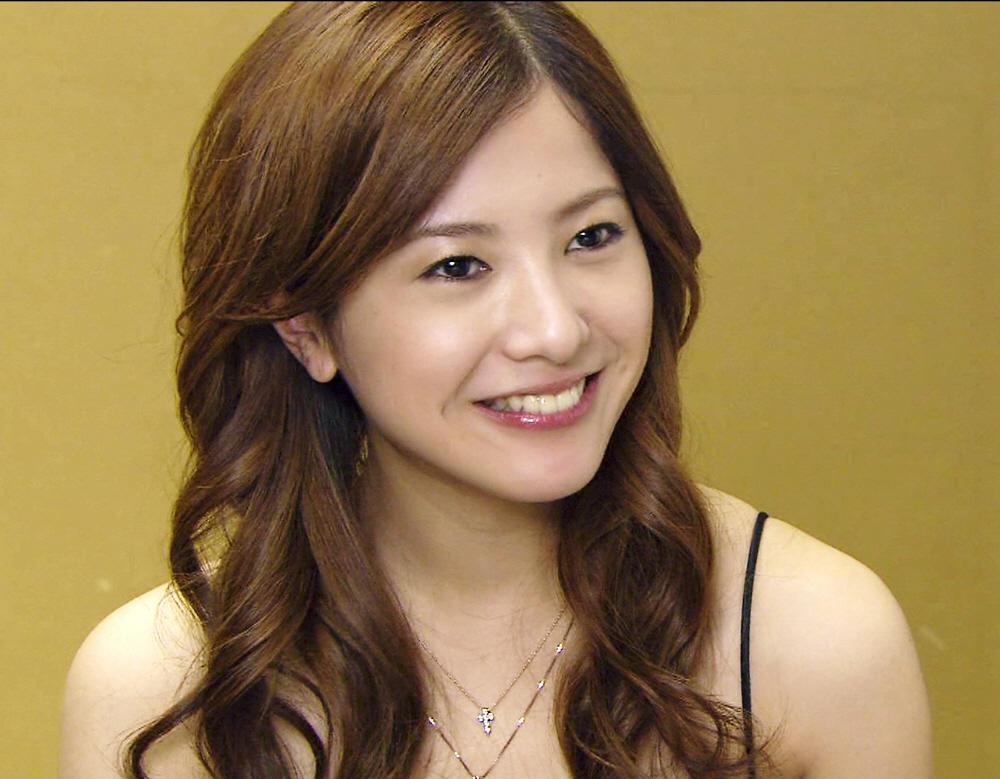 明るい髪色の吉高由里子