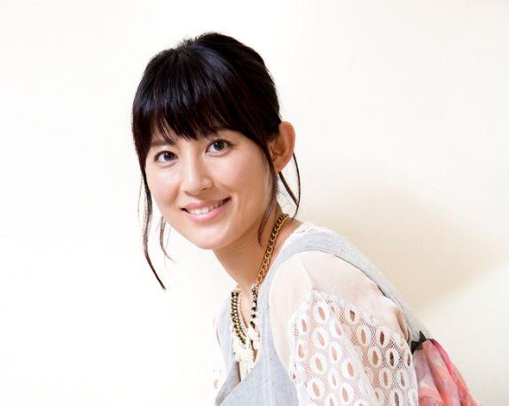 優しい笑顔を浮かべる福田彩乃
