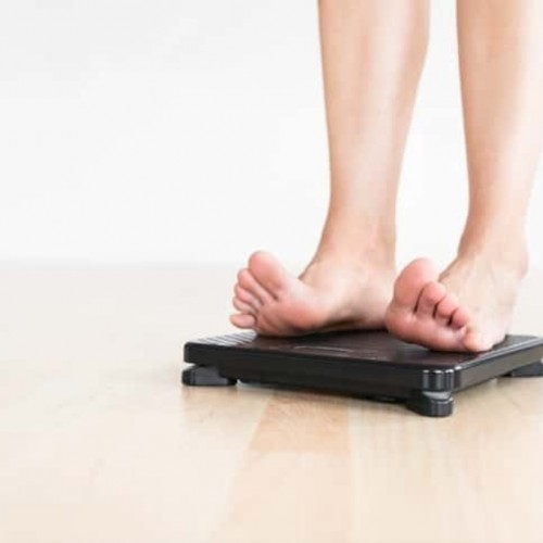 card_Woman-Checking-Weight-455808989_725x484-compressed-60